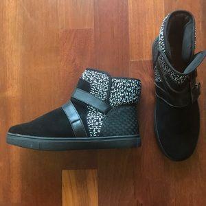 NWOT bernie mev. Black Booties, Size 39